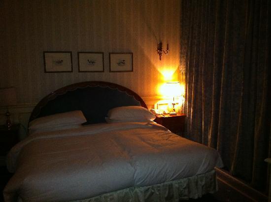 Hotel Principe Di Savoia: Camera da letto di sera
