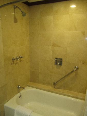 Hilton Princess San Pedro Sula : shower