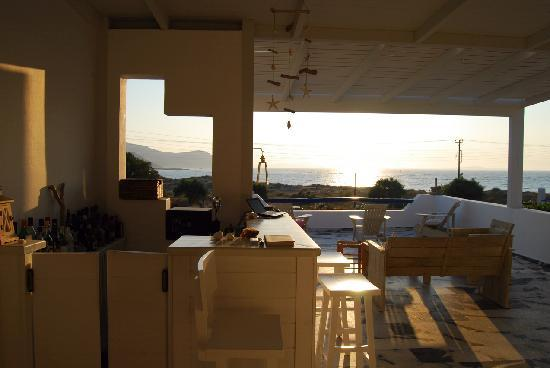 Kohyli Studios & Apartments : Terrace before sunset
