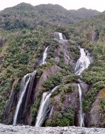 Ribbonwood Retreat Bed and Breakfast: Waterfall at Franz Josef