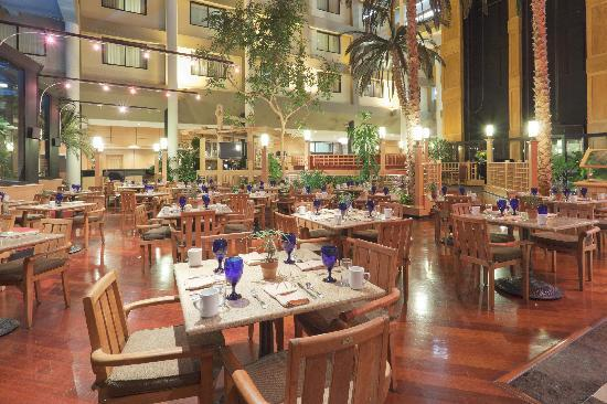Crowne Plaza Foster City - San Mateo : Hotel Lobby Restaurant