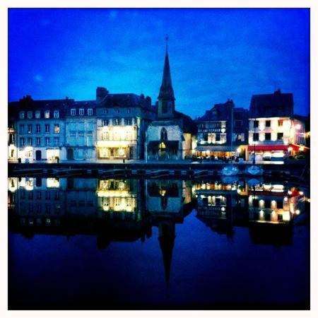 Honfleur, Francja: vieux port nuit
