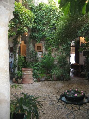 Casa Andalusí: courtyard