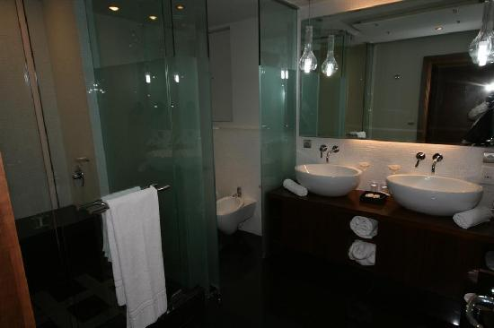 Kenzi Tower Hotel: Bathroom