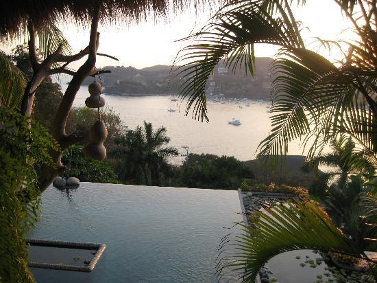 Casa Cuitlateca: Pool and view at sunset.