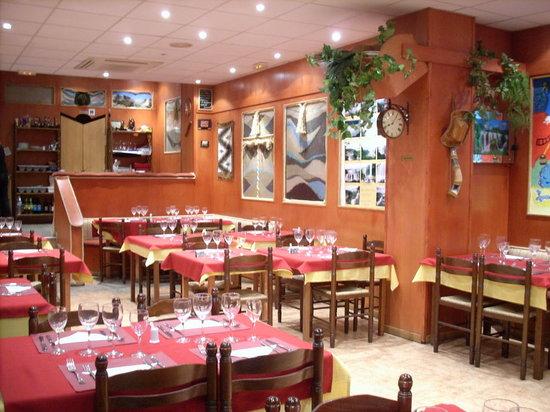 Mas decoracion interior picture of restaurante argentino for Decoracion de restaurantes