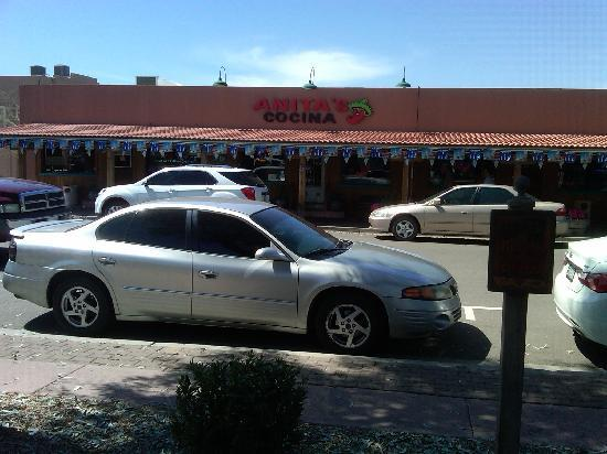 Anita's Cocina : view from parking lot