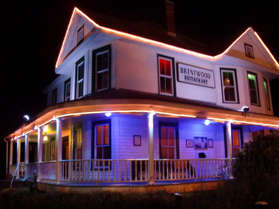 The Brentwood Restaurant & Wine Bistro: The Brentwood at night