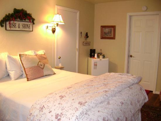 Canyon Creek Inn: Room 3 with a Queen Bed