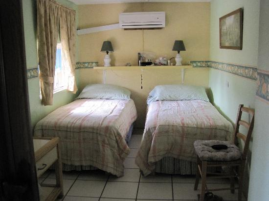 A1 Apartments Aruba: we requested twin beds