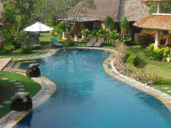Rumah Bali : View back towards our bungalow (205).