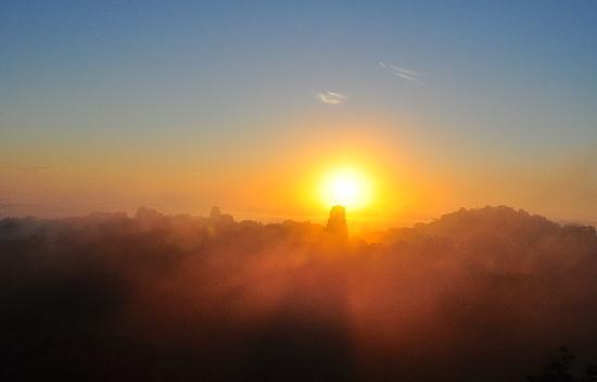 Hotel Tikal Inn: sunrise in Tikal
