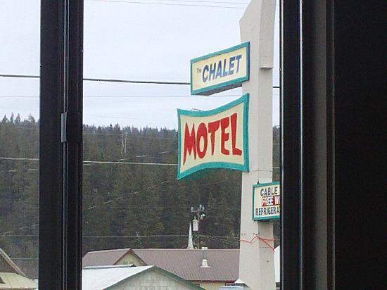 Chalet Motel: Hotel Sign