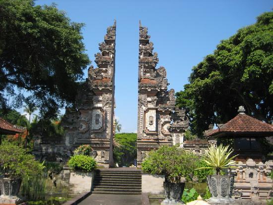Courtyard by Marriott Bali Nusa Dua Resort : entrance gate Nusa Dua