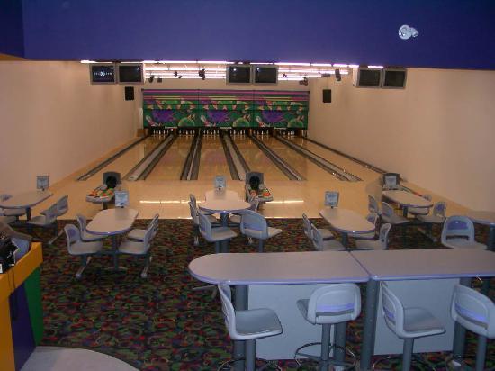 Scotch Creek Family Fun Centre: Bowling Alley!