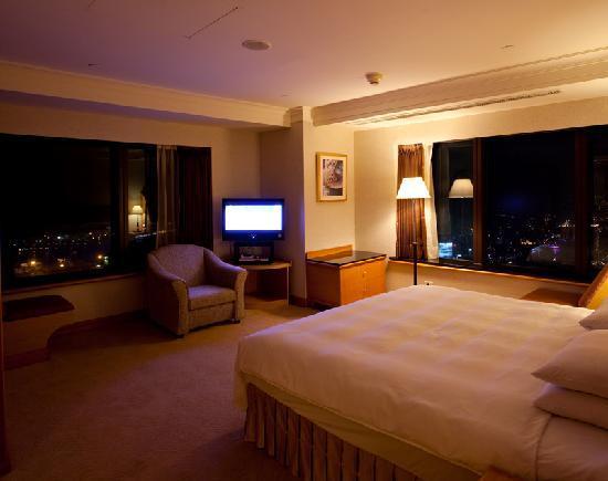 85 Sky Tower Hotel: 躺在床上看夜景