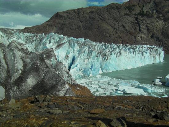 Patagonia Aventura: approaching Viedma Glacier