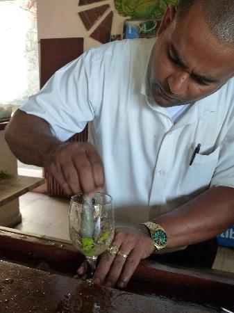 La Rueda: Ein Mojito wird gemixt
