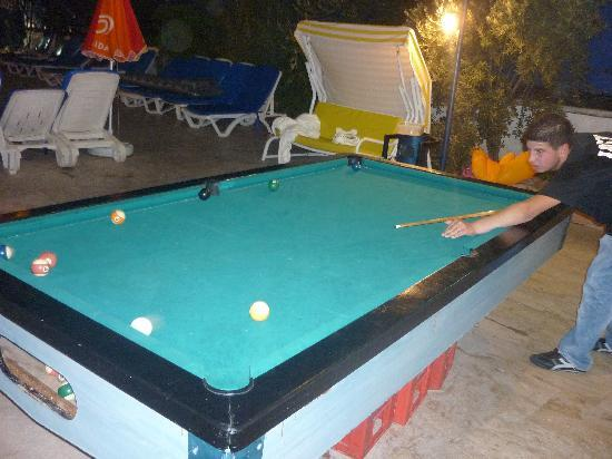 Tekin Apartments: Bar area