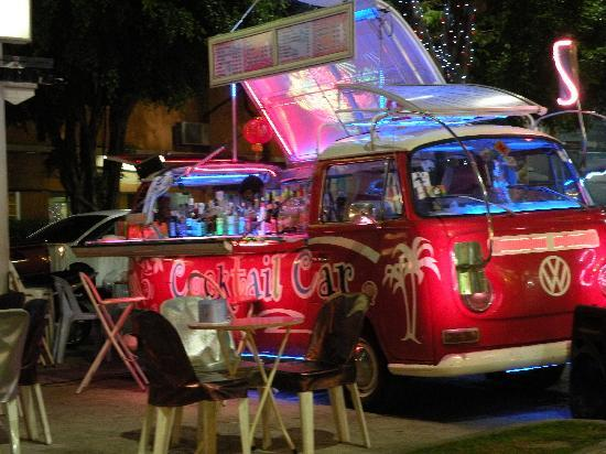 "Tui's Place Guest House: Bar ""al volo"" a Pattaya"
