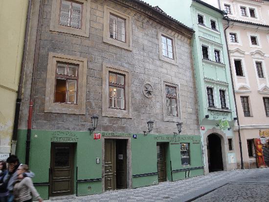 Πράγα, Τσεχική Δημοκρατία: streets full of painted buildings