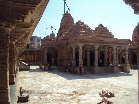 Katraj Jain Temple: taking pictures is not allowed..we did not know