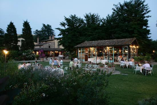 Montaione, Italy: Una cena all'aperto al lume di candela