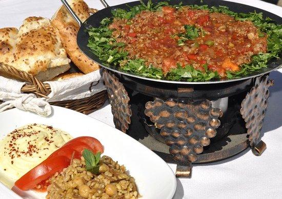 Mozaik Bahce: Arap Kebabı - Arab Kebab