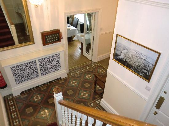 Chester House Guest House: Entrance Hall