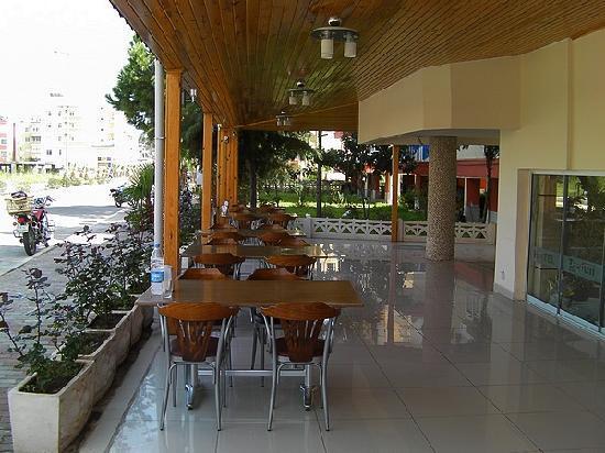 Tayfun Hotel: Terrasse, ebenerdig