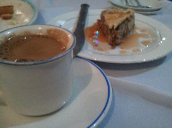 Mano's Greek Tavern: Coffee and baklava