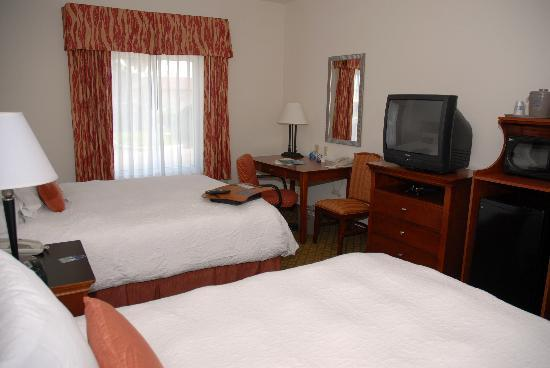 Hampton Inn & Suites Cape Coral/Fort Myers Area: Two Queen Beds Standard Room