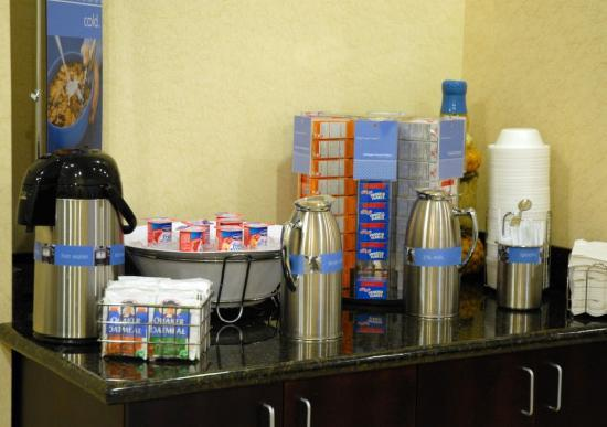 Hampton Inn & Suites Cape Coral/Fort Myers Area: Complimentary Breakfast