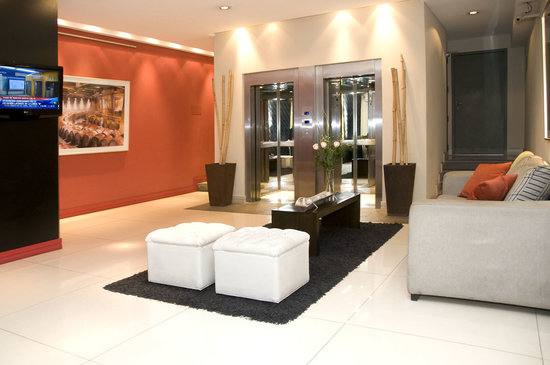 Fertilia Downtown Apartamentos: Lobby