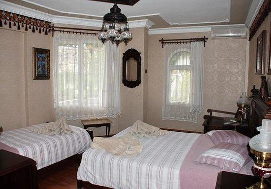 Hotel Bella: Corner Balcony Room