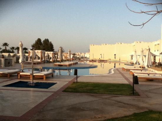 Reef Oasis Beach Resort : non superior end pool