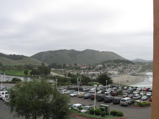 San Luis Bay Inn: view  parking lot side