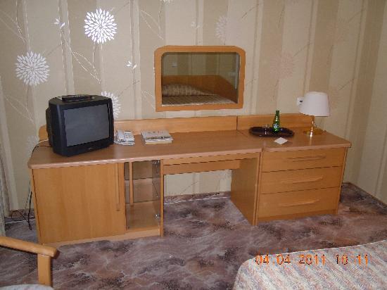 Centrum Hotel : Arbeitsbereich und TV