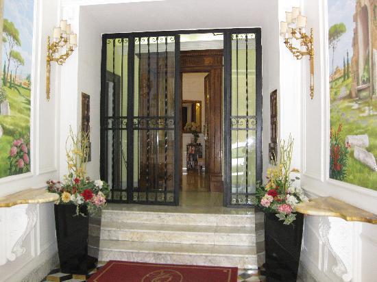 Hotel Opera Roma : Hotel Entrance