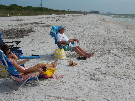 Barefoot Beach Preserve : Owning the beach