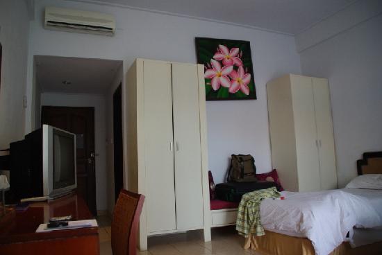 """Puri Saron Hotel : niet echt een """"deluxe""""kamer...."""