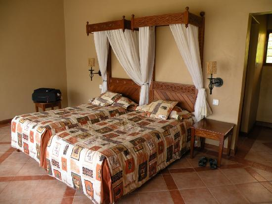 Biaprocade Day Tours & Safaris: Lake Nakuru Lodge room