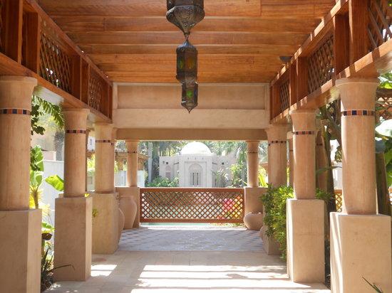 Talise Spa Madinat Jumeirah: Walkway within spa.