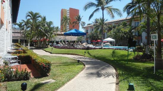 Plaza Pelicanos Grand Beach Resort: llegando al hotel