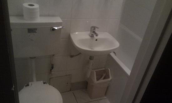 Oliver Hotel: Les toilettes/ salle de bain