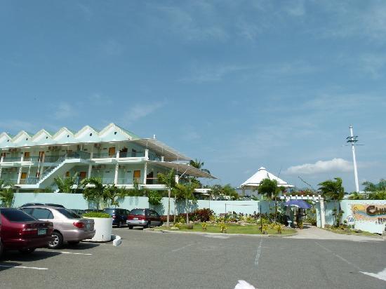 Camayan Beach Resort and Hotel : Entrance