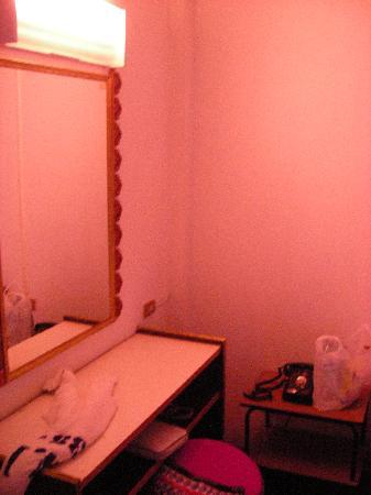 PN Inn Hotel: Bedroom