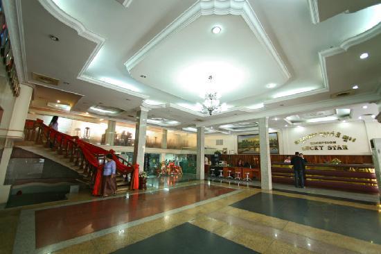 Lucky Star Hotel: Lobby