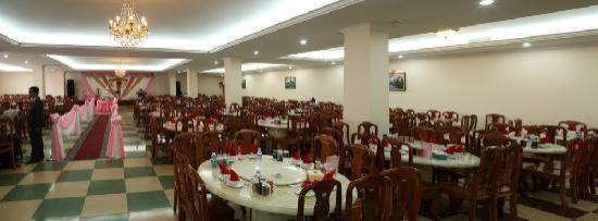 Lucky Star Hotel: Restaurant