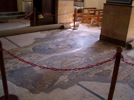 Madaba, Jordanien: Gesamtansicht in der Kirche